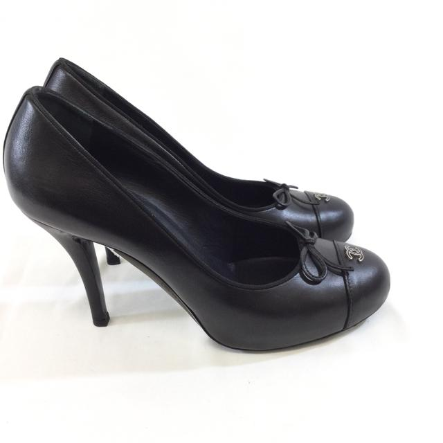 Chanel Leather Round Toe Pumps. Size 39 - shoesCHANEL39, Black, CHANEL, GaithersburgChic To Chic Consignment