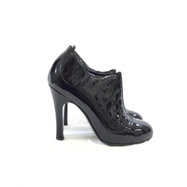 Chanel Patent Leather Heeled Ankle Booties. Size 38