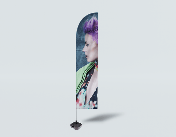 Salon Beach Flag - Frau in lila Pixie Cut Back - gebunden für Stil
