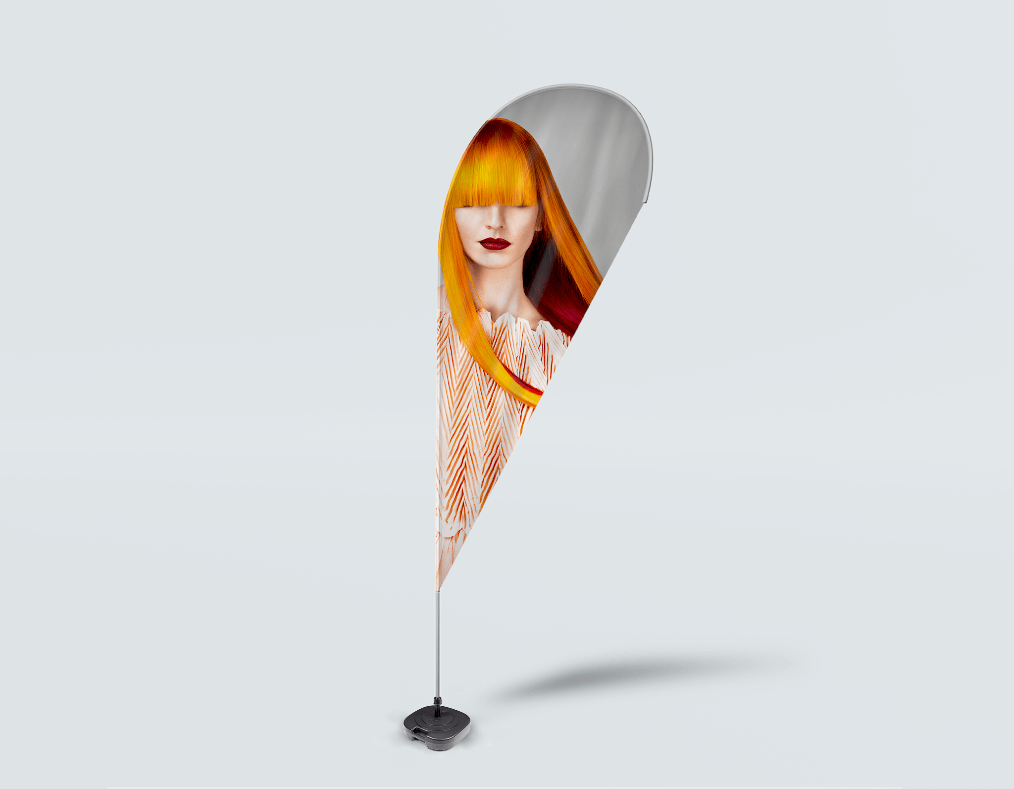 Salon Beach Flag - Front de femme aux longs cheveux de couleur orange