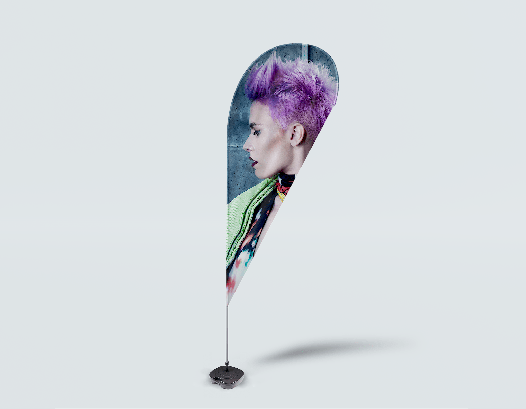 Salon Beach Flag - Vrouw in Purple Pixie Cut
