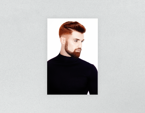 Plastic Salon Poster: Man Side mit High Fade Quiff Haircut im schwarzen Outfit