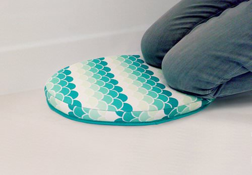 Koi Comfort Bath Kneeler, Oval-shape