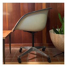 Load image into Gallery viewer, Herman Miller La Fonda Chair