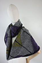 Colour zigzag pattern long cowl