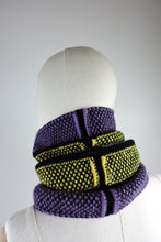 Contrast pattern fitted cowl