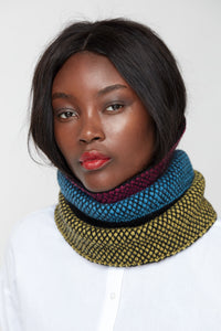 Contrast stripe fitted cowl