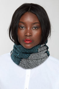 Triangular motif fitted cowl