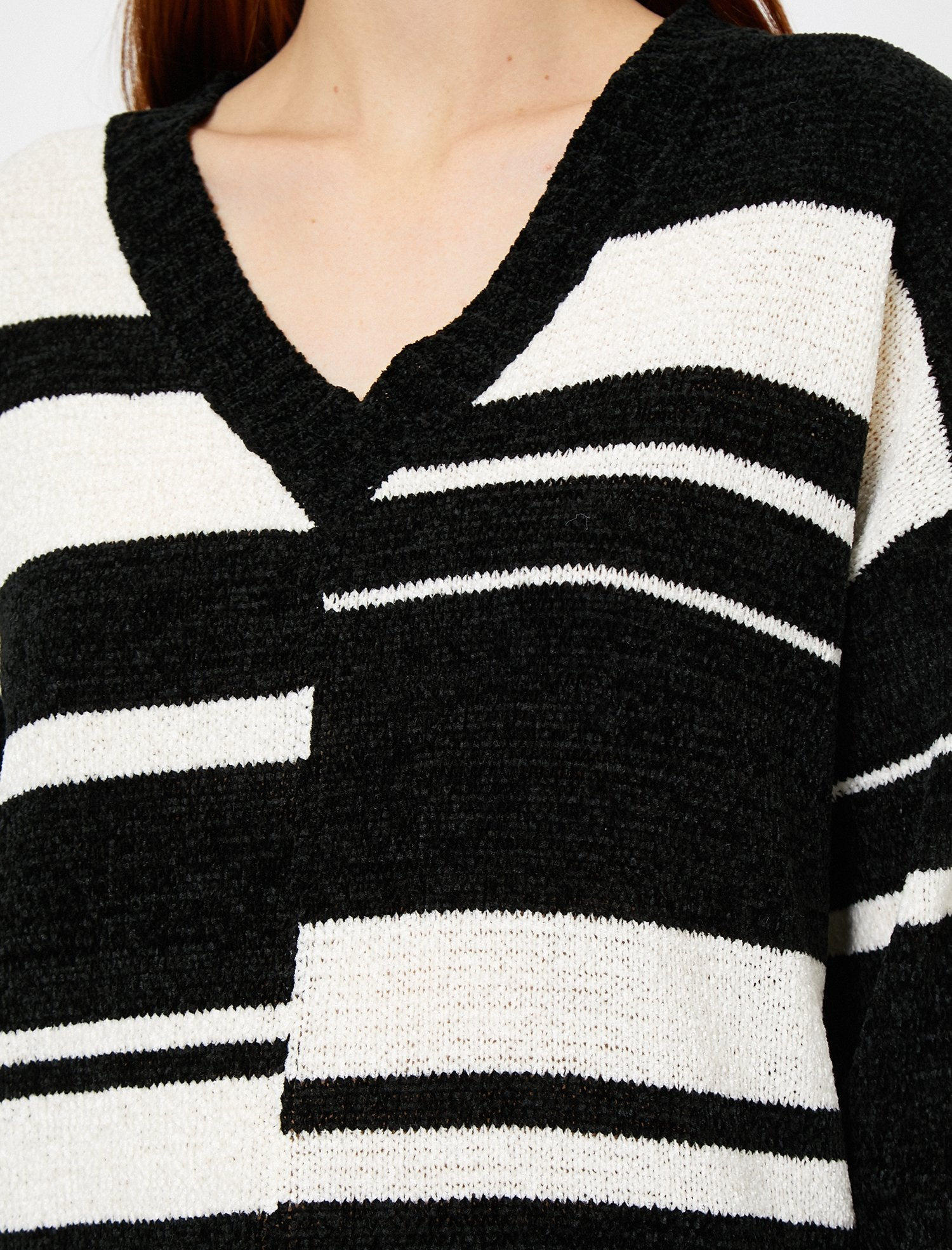 Color Blocked V Neck Sweater in White