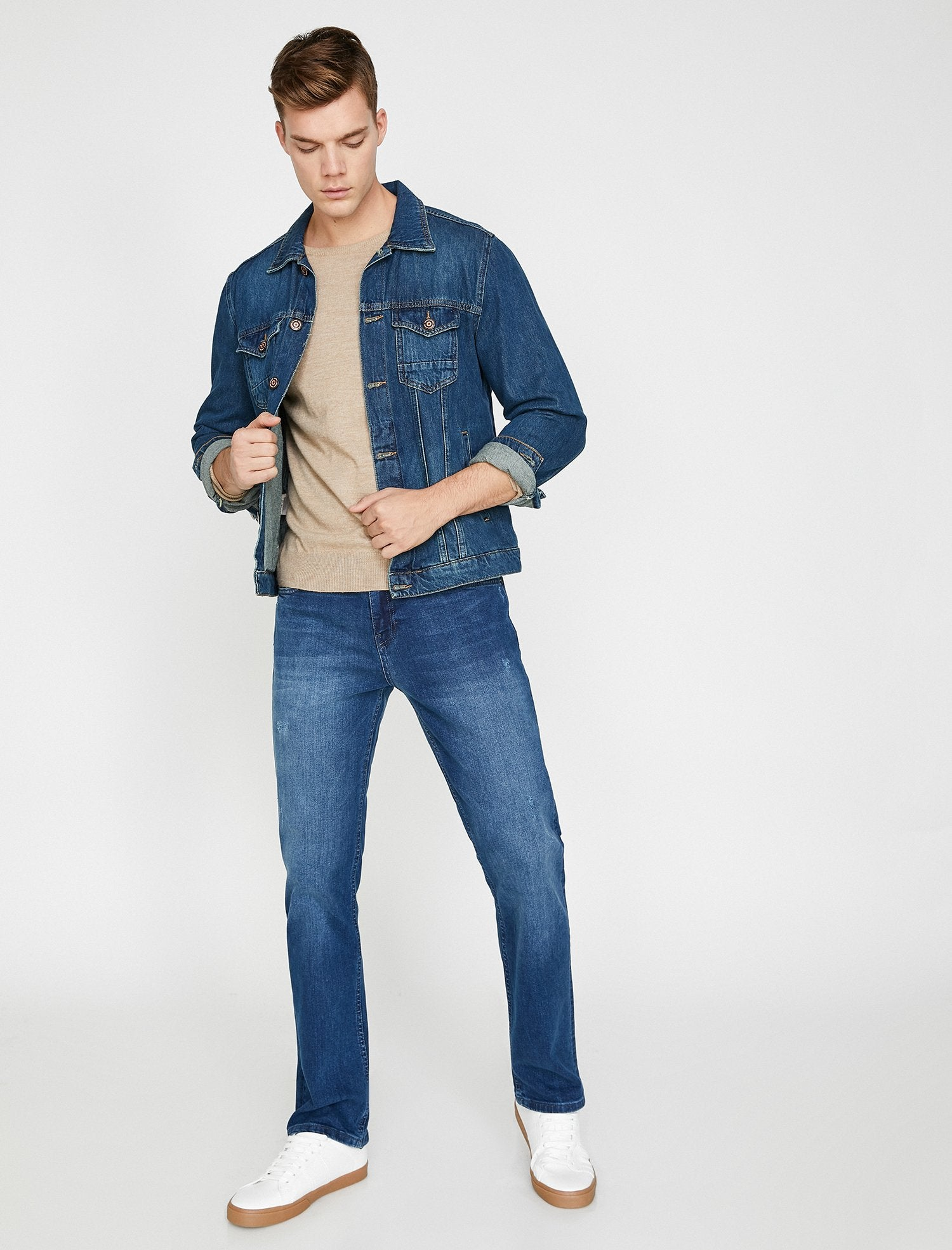 Straight Fit Mark Jeans in Medium Wash