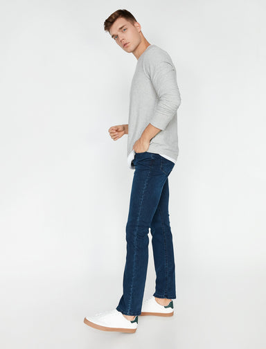 Straight Fit Mark Jeans in Blue Wash