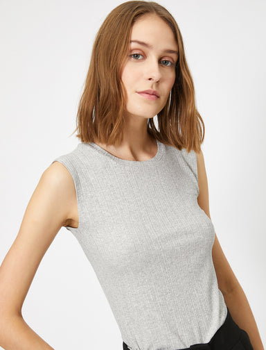 Sleeveless Day Blouse in Heather Gray