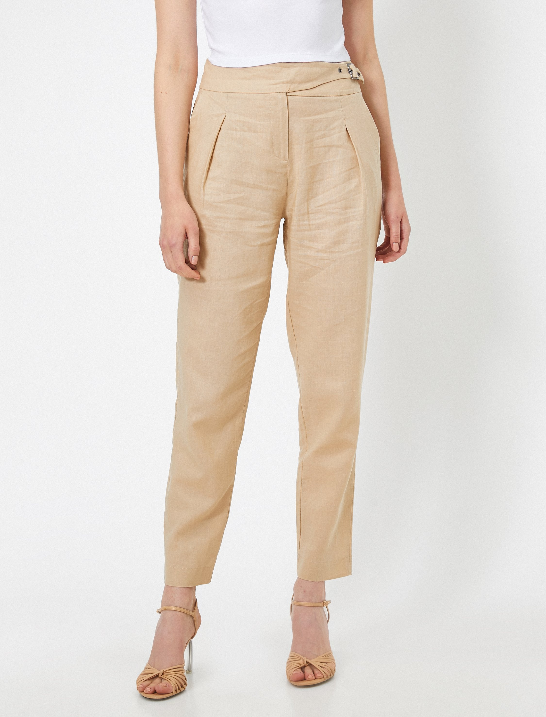 Natural Look Carrot Pant in Camel