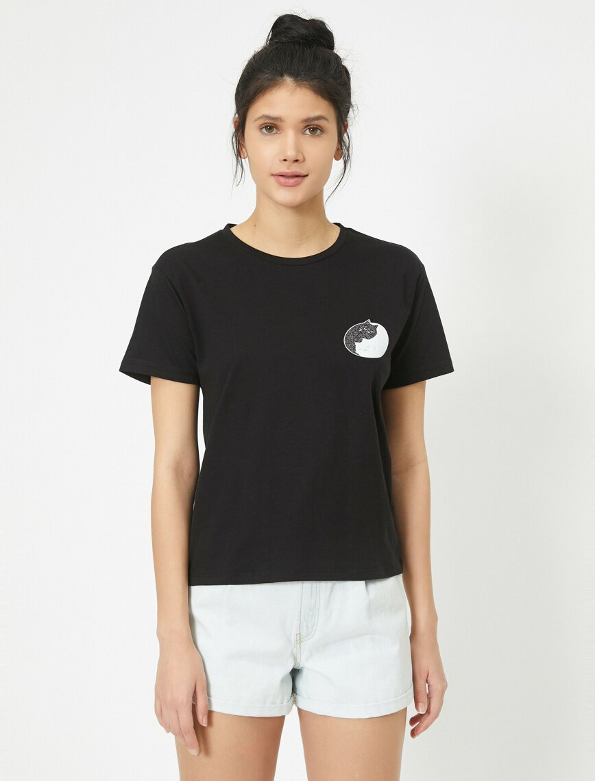 Cropped Graphic Tshirt in Black