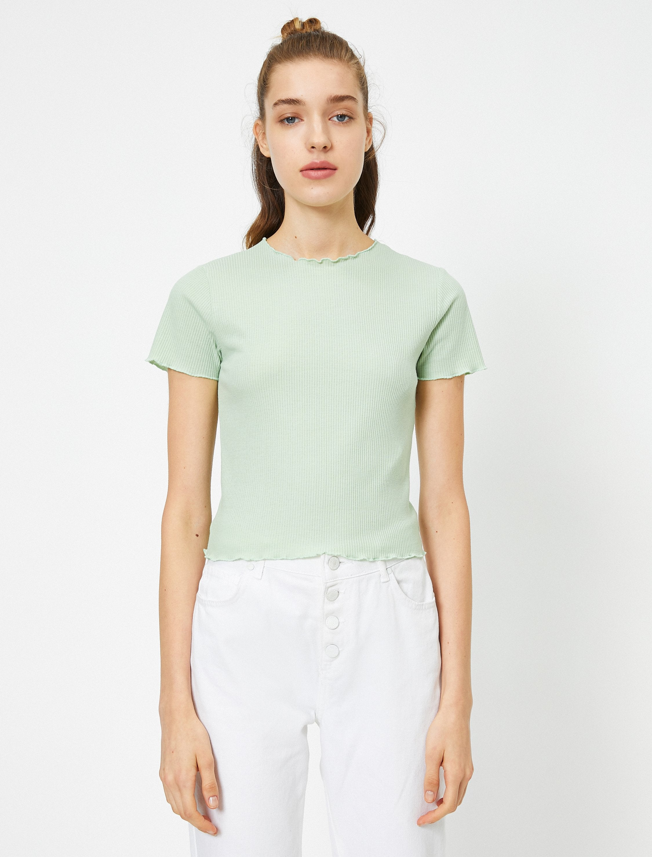 Ribbed Lettuce-Edge Tshirt in Green