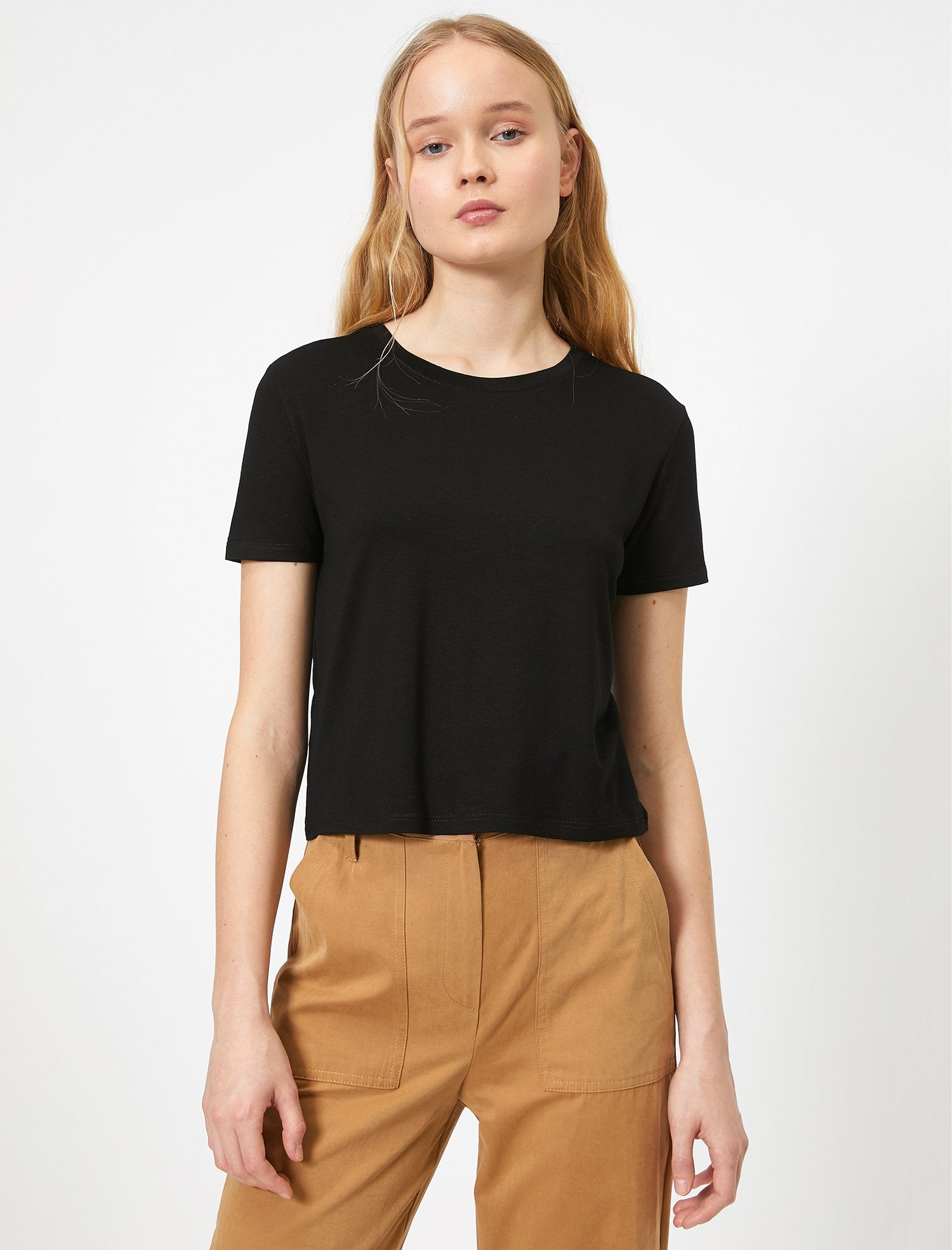Short Basic Tshirt in Black