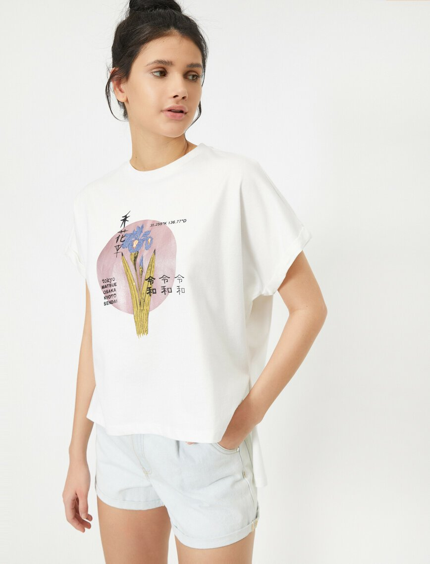 Long Tail Graphic Tshirt in White