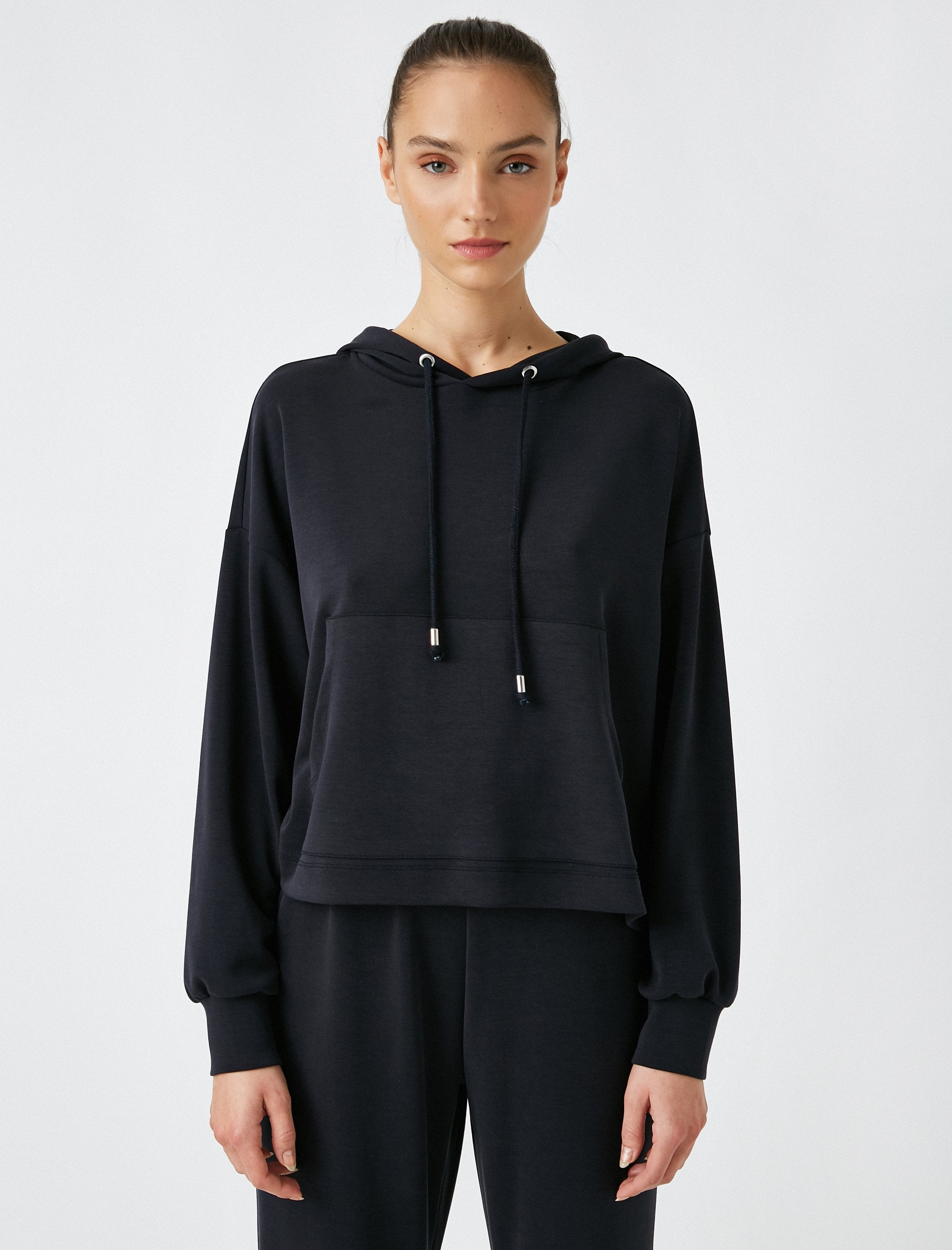 Soft Cropped Hoodie in Black