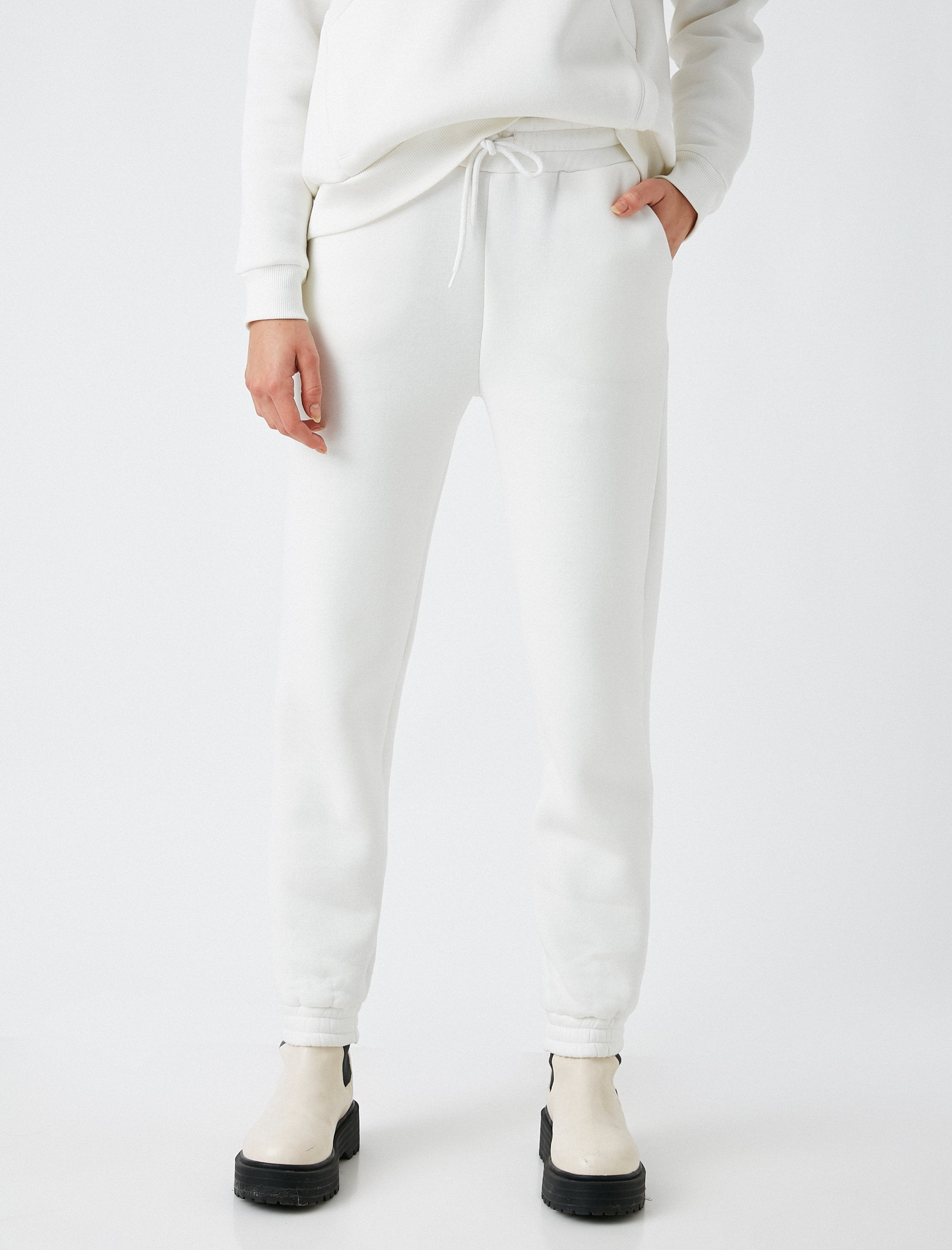 The 80's Jogger in White