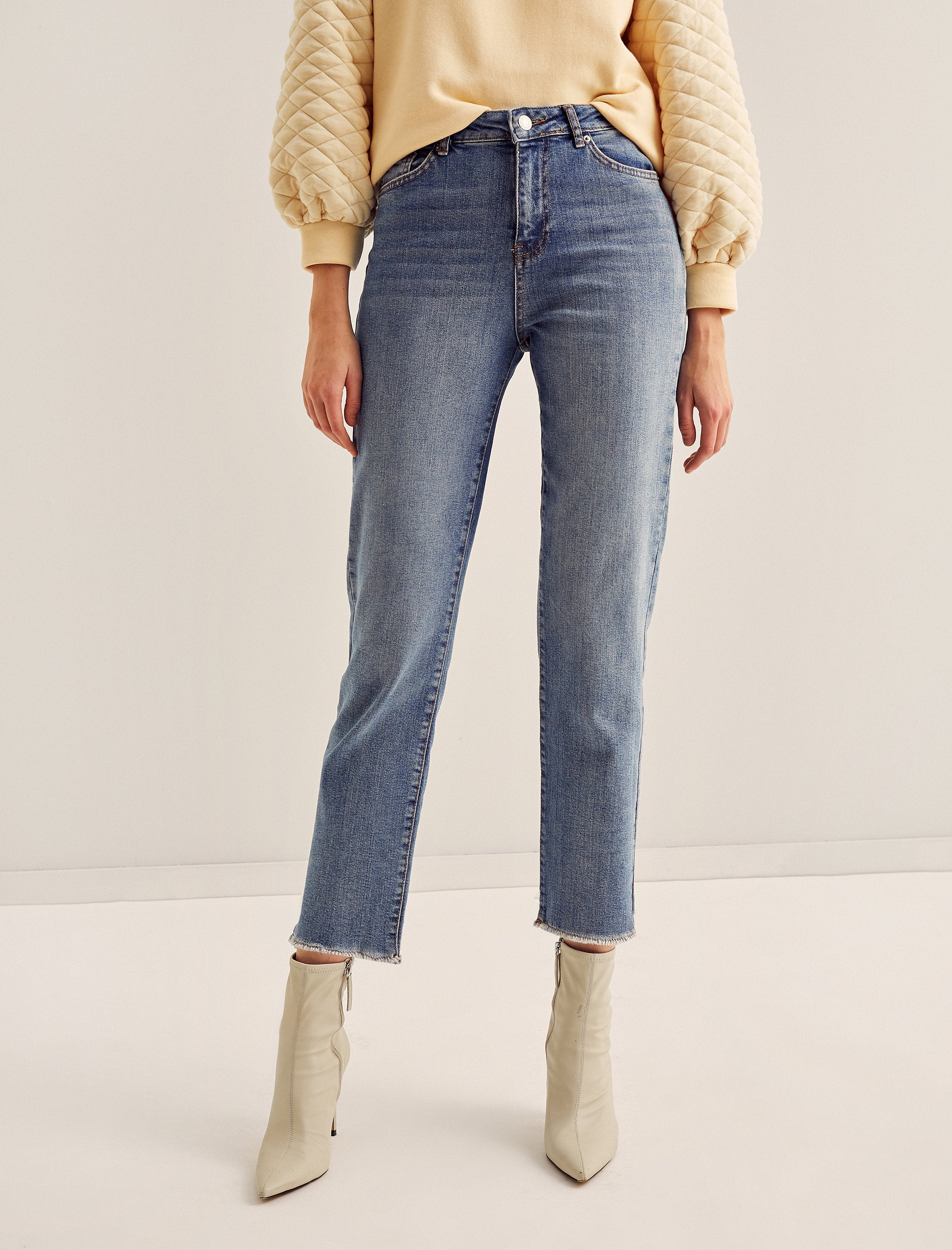 Eve Straight Ankle Jeans in Blue Wash