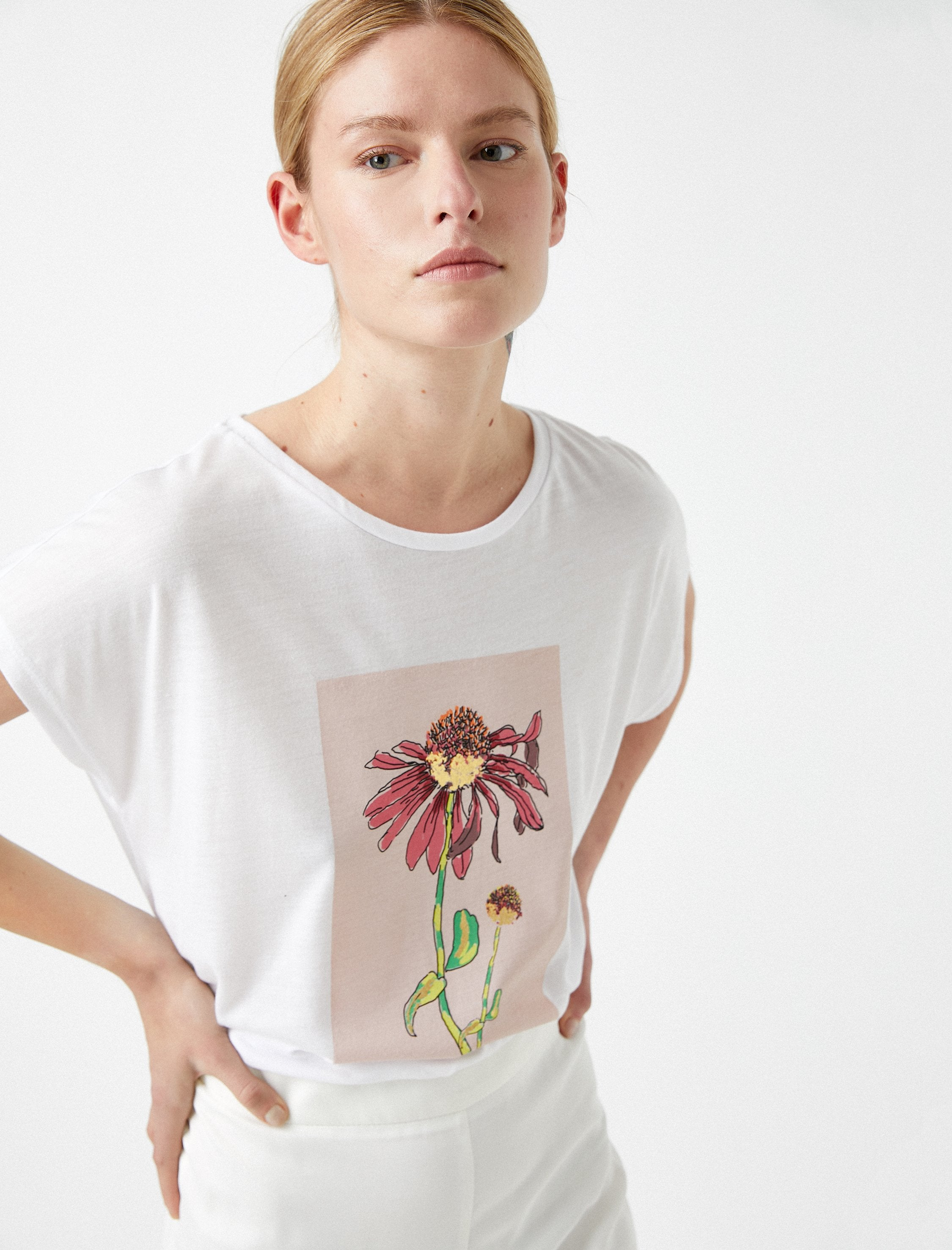 Dead SunFlower Graphic Tshirt in White