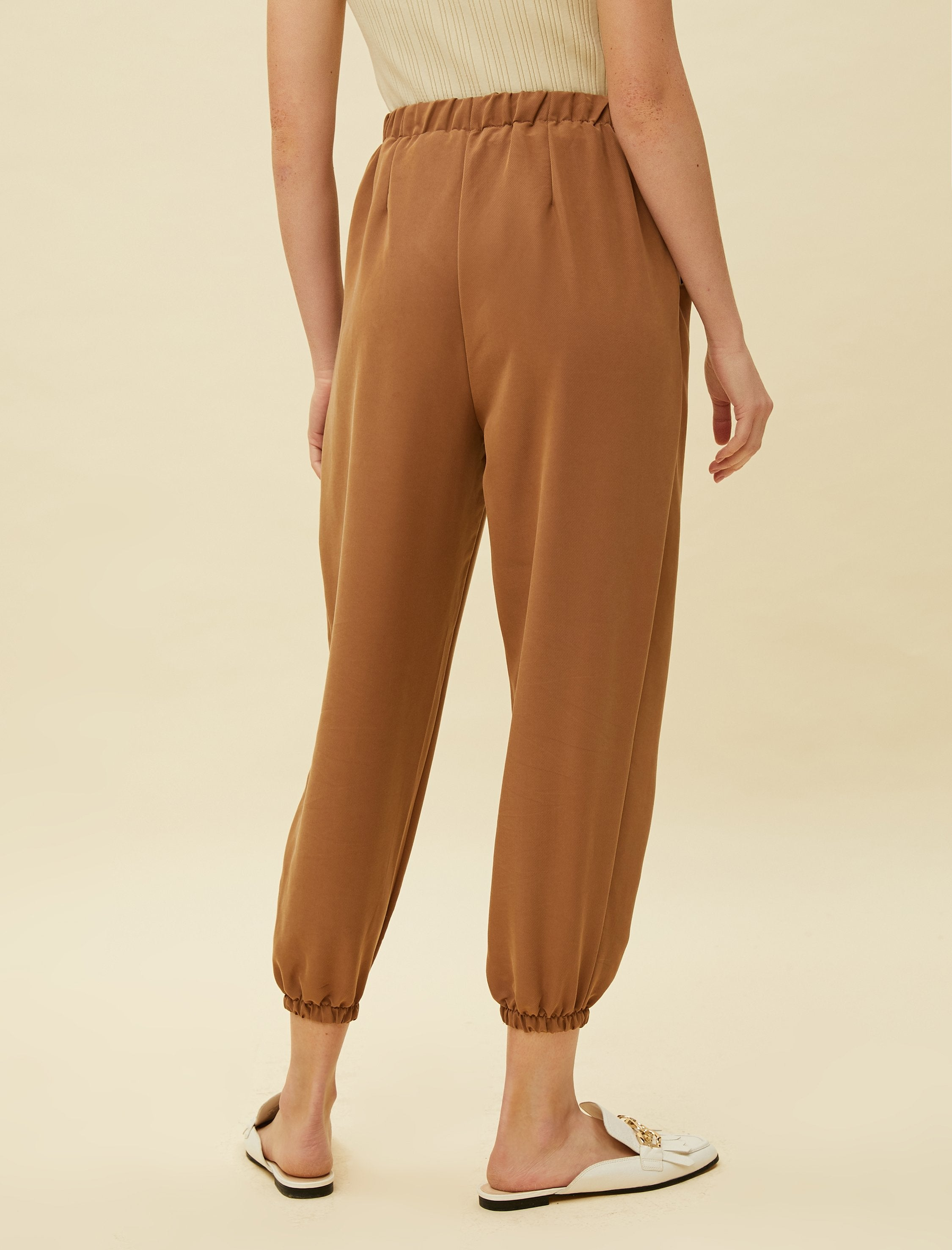 Cropped Jogger Pants in Mocha