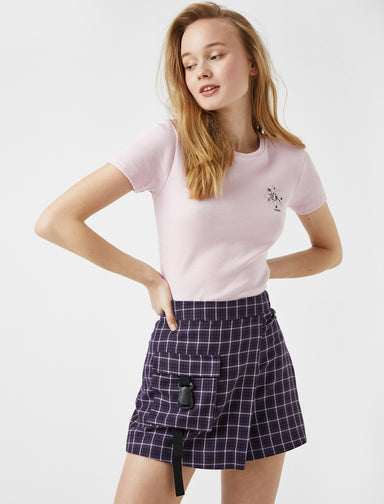 Fitted Cropped Graphic Tshirt in Lilac