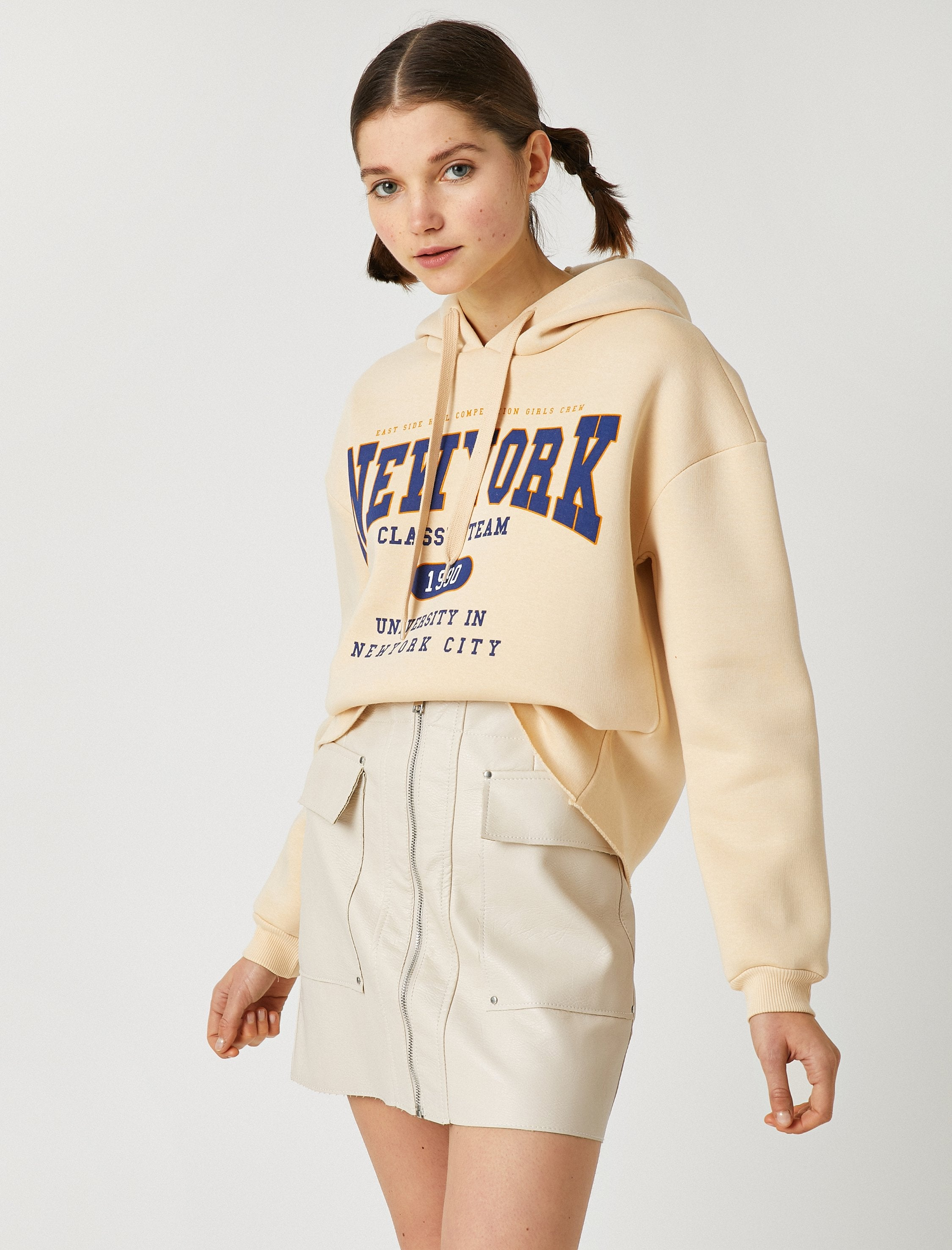 Cropped Graphic Hoodie in Dune