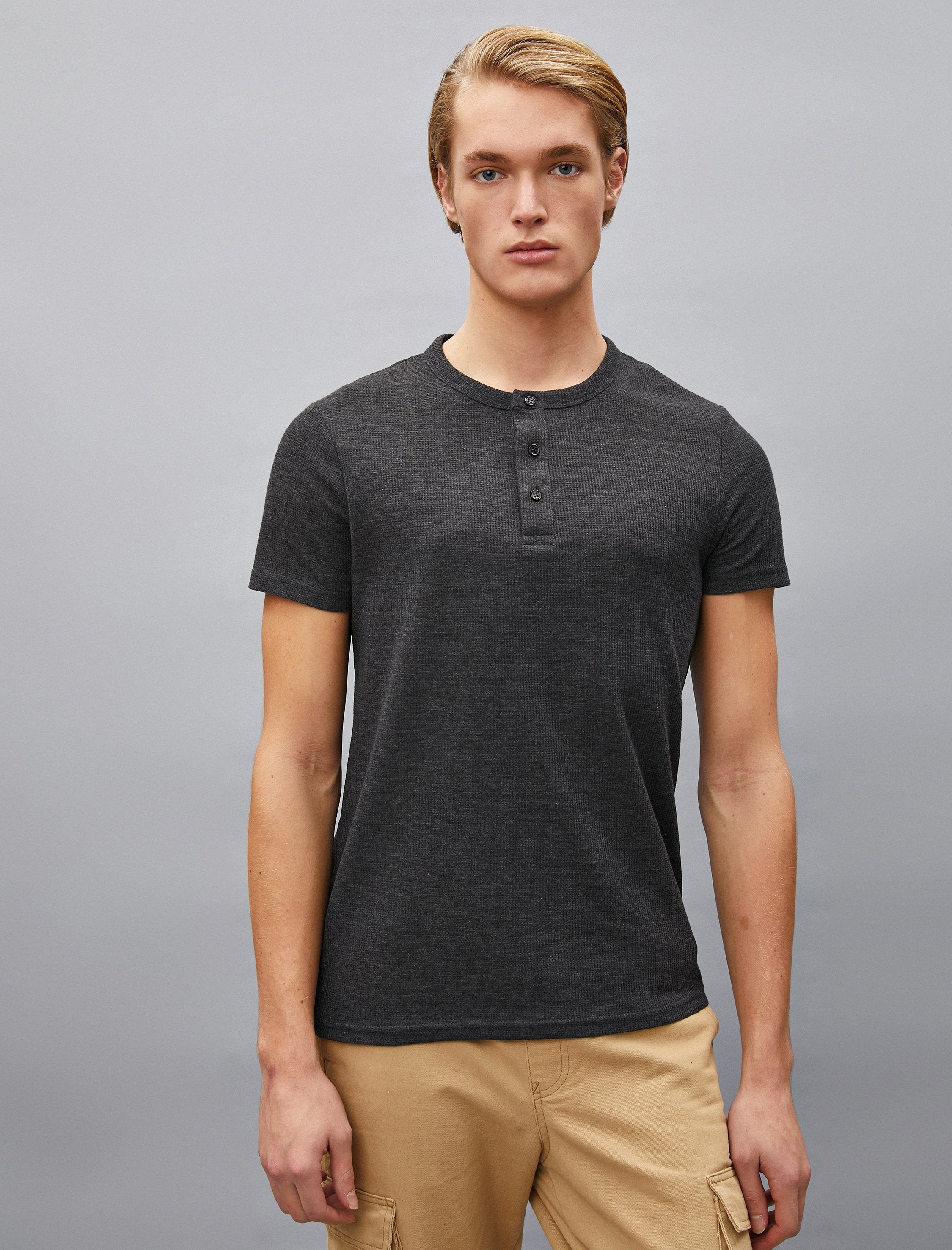 Waffle Henley SS Tshirt in Anthracite
