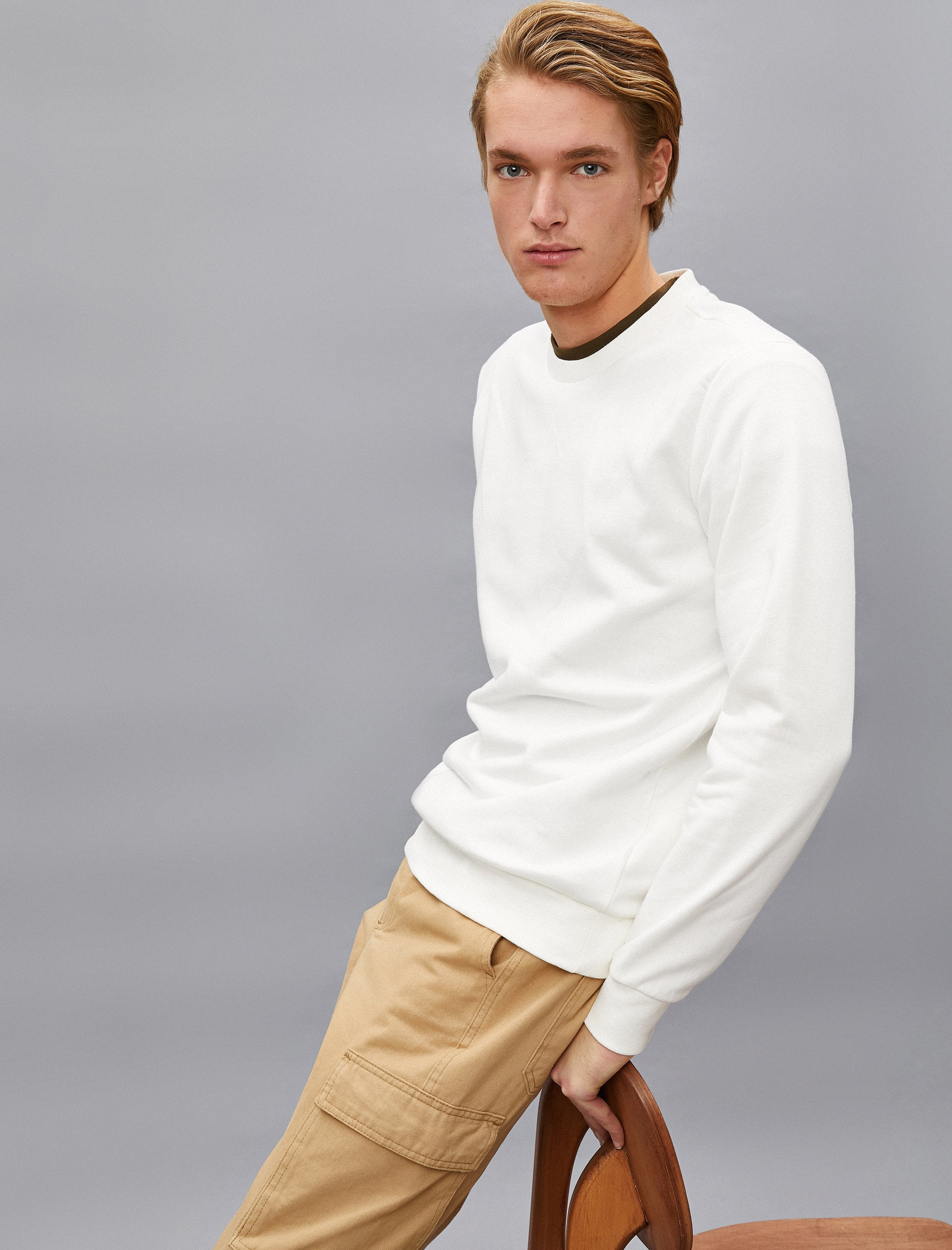Solid Crew Neck Sweatshirt in White