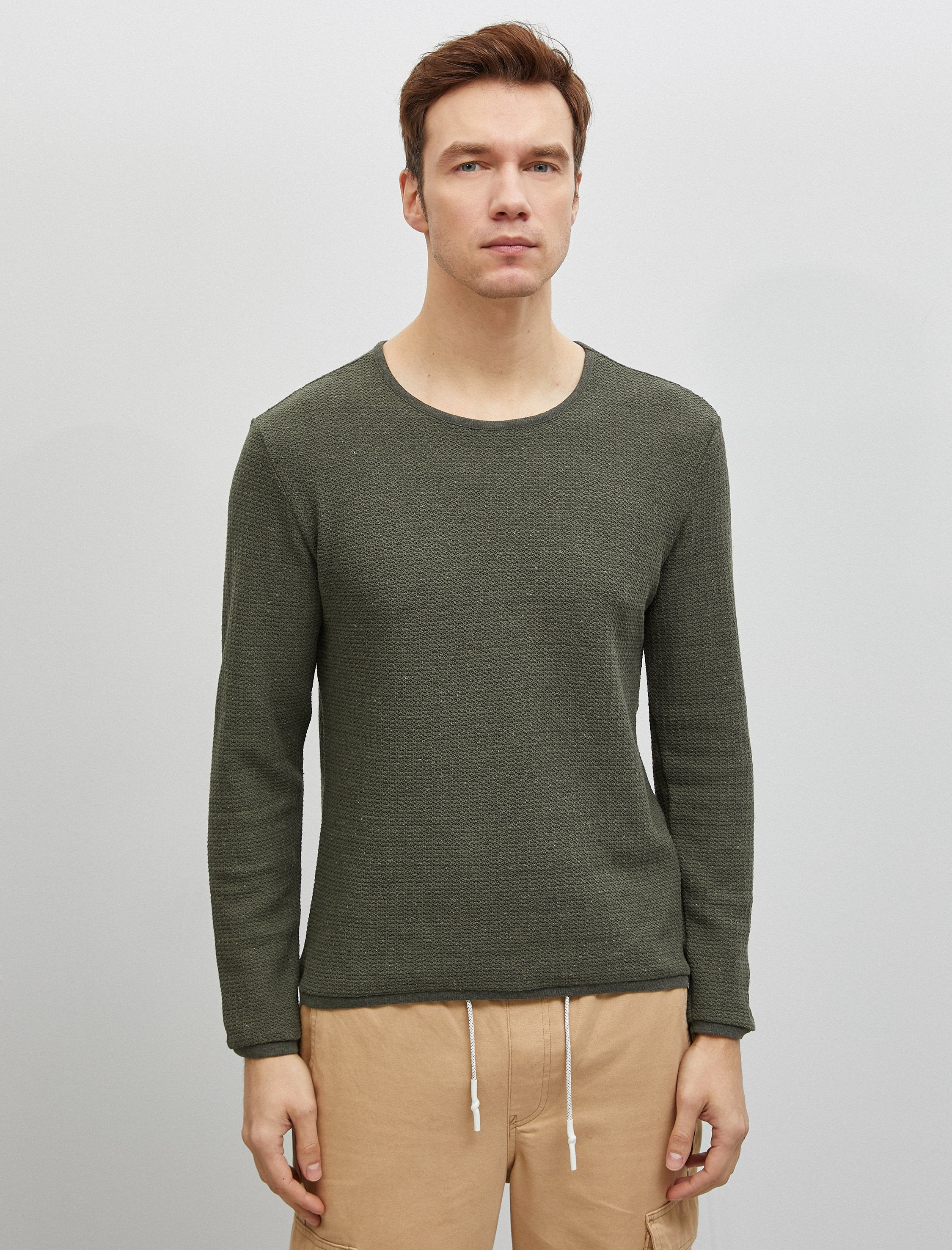 Textured Crew Neck Sweater in Olive