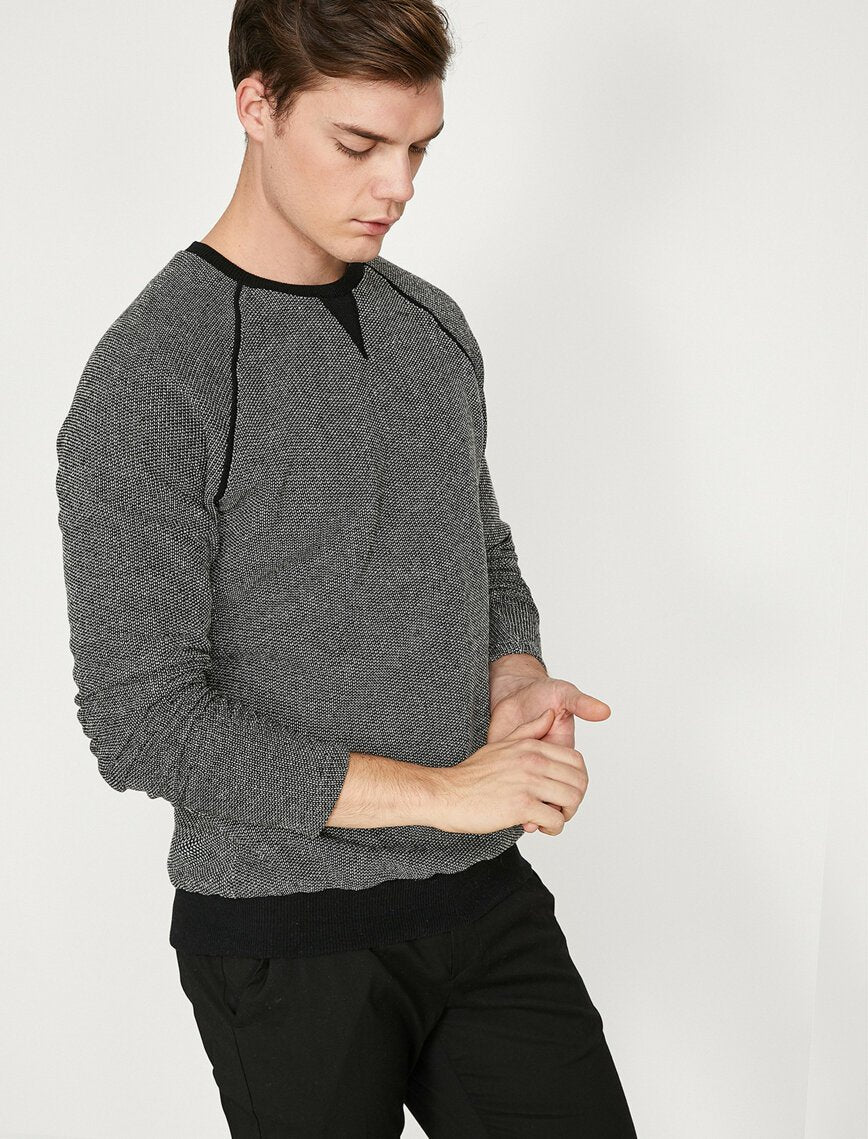 Patterned Raglan Jumper in Black