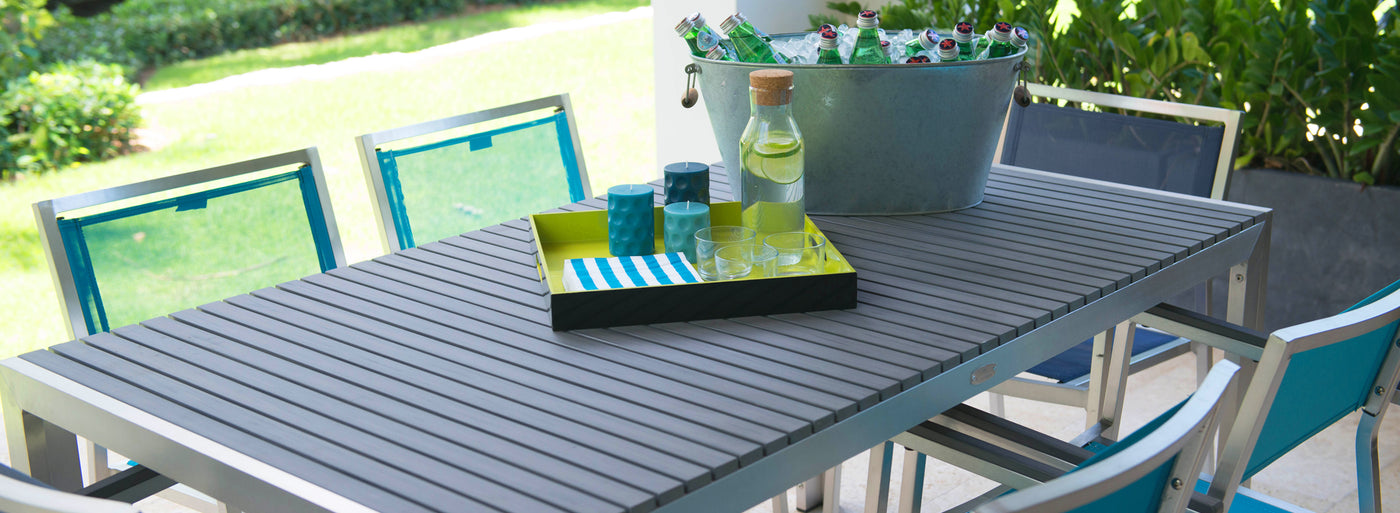 Outdoor dining table by Kannoa