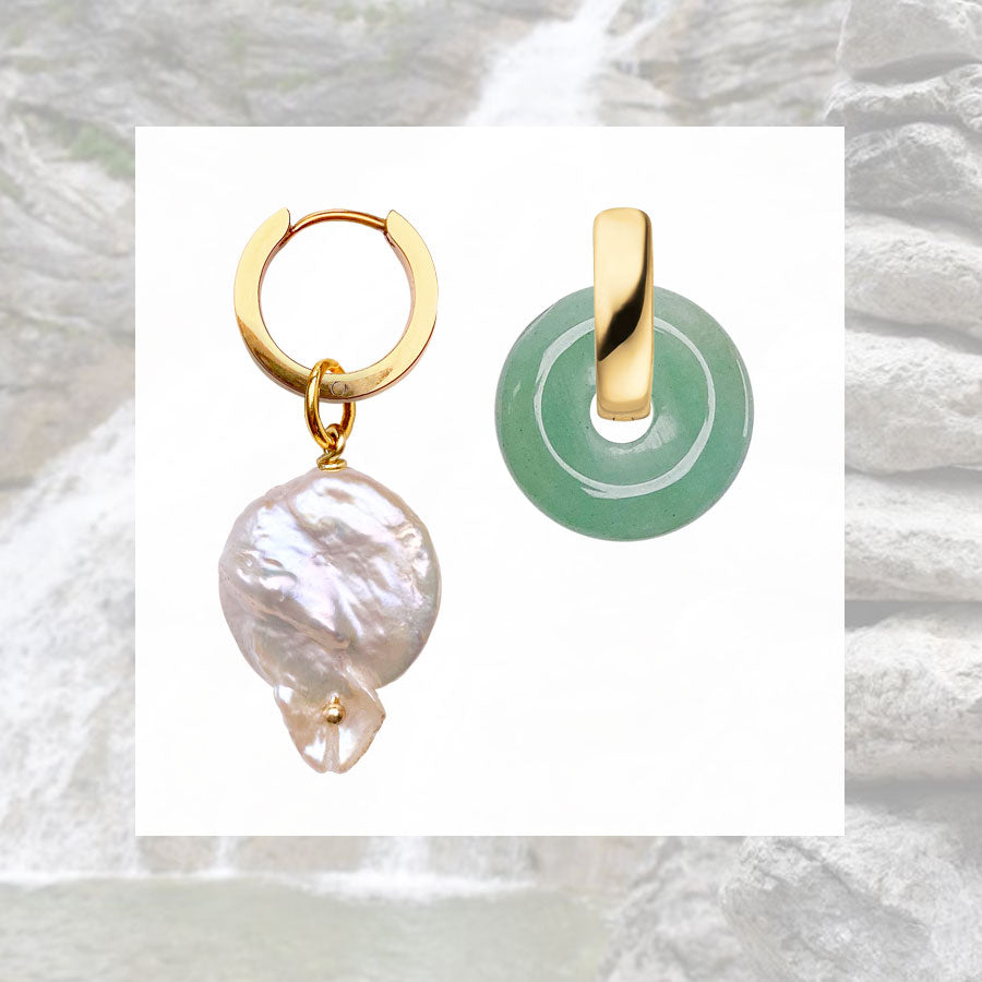 Marilis Jewelry Schmuck Ohrringe Creolen gold vergoldet mit Anhängern Naturstein runder Stein echte Süßwasserperle Keshiperle Waterfall Listen to Nature Schmuckkollektion designed by Elise Esser