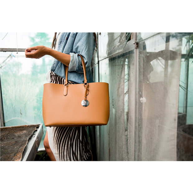 Ruga Leather Tote with Perlato Silver Interior (B235)