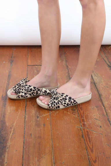 Caro Pleated Knot Footbed in Leopard