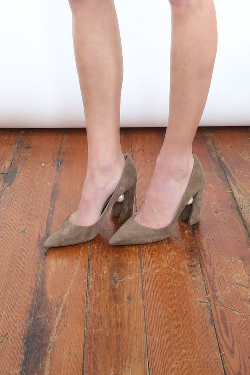 Miri Pump in Taupe