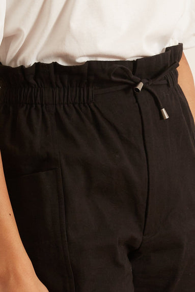 Vale Carrot Pant in Black
