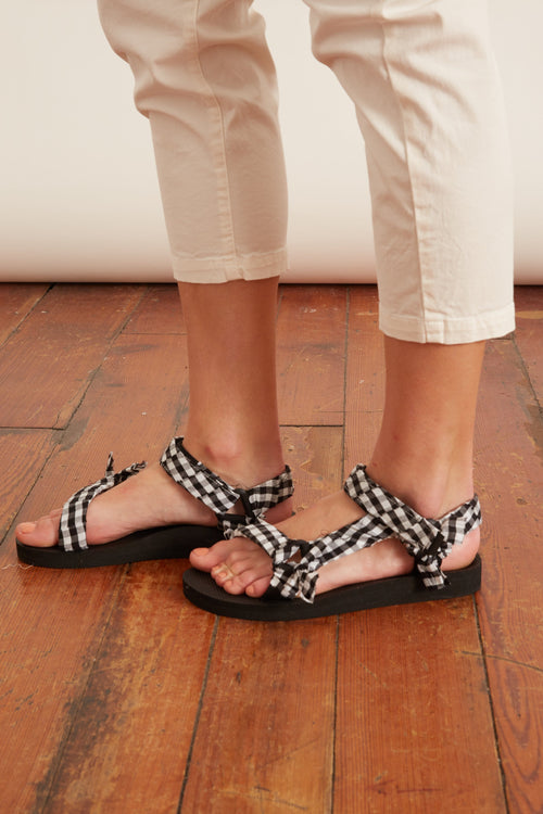 Trekky Sandal in Vichy Black and White