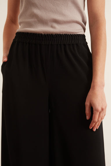 Wide Leg Elastic Waist Pant in Black