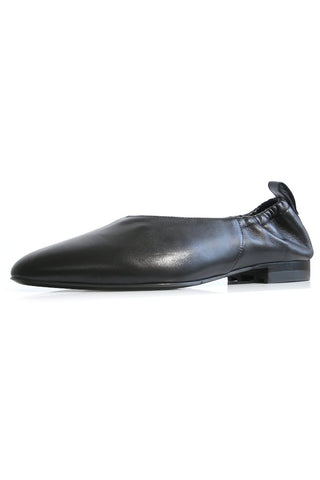 Leather Ruched Ballet Flat in Black