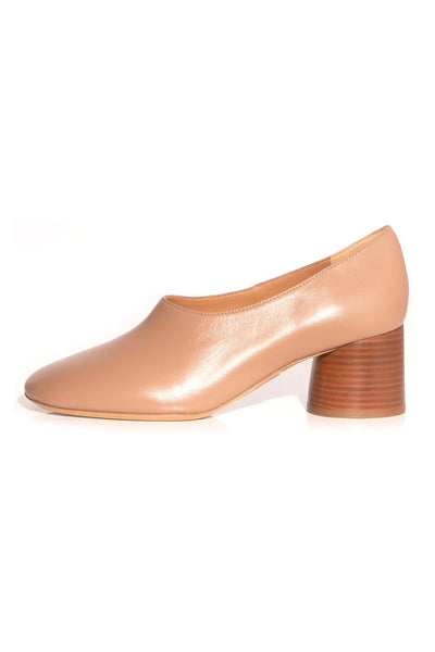 Stacked Heel Pump in Biscotto
