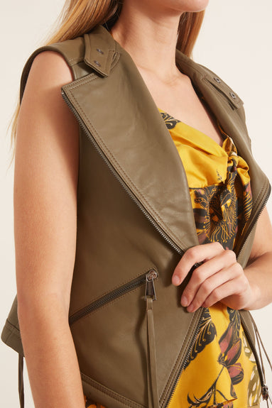 Cool Edge Vest in Greyish Olive