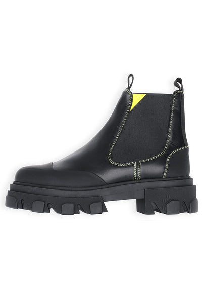 Pull On Water Resistant Boot in Black