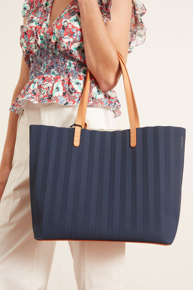Waxed Canvas Pleated Tote in Blu