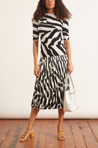 Pleated Skirt in Snow/Black