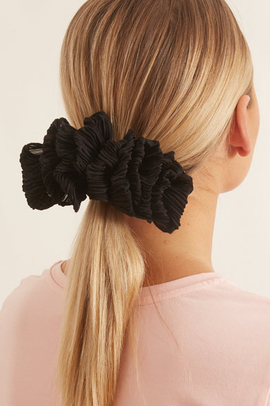 Tavi Ruffle Hair Clip in Black