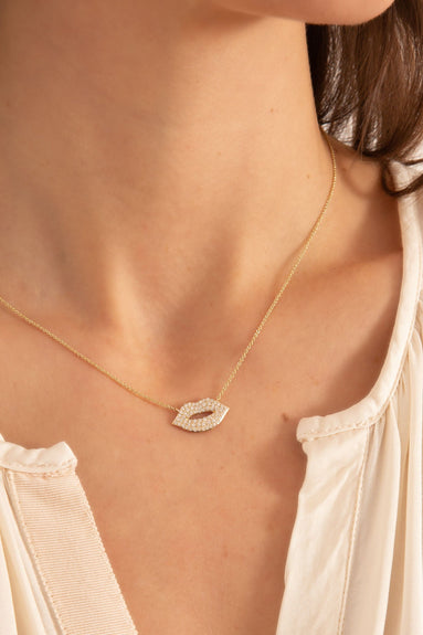 Medium Lips Necklace in Yellow Gold