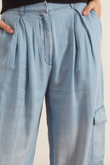 Lightweight Denim Pleated Cargo Pant in Light Wash