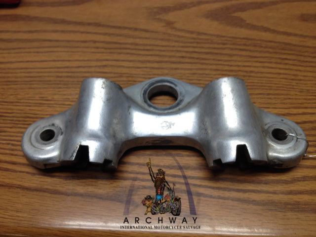 53131-045-670 USED 1969-70 Z50A TOP FORK TREE HANDLEBAR HOLDER